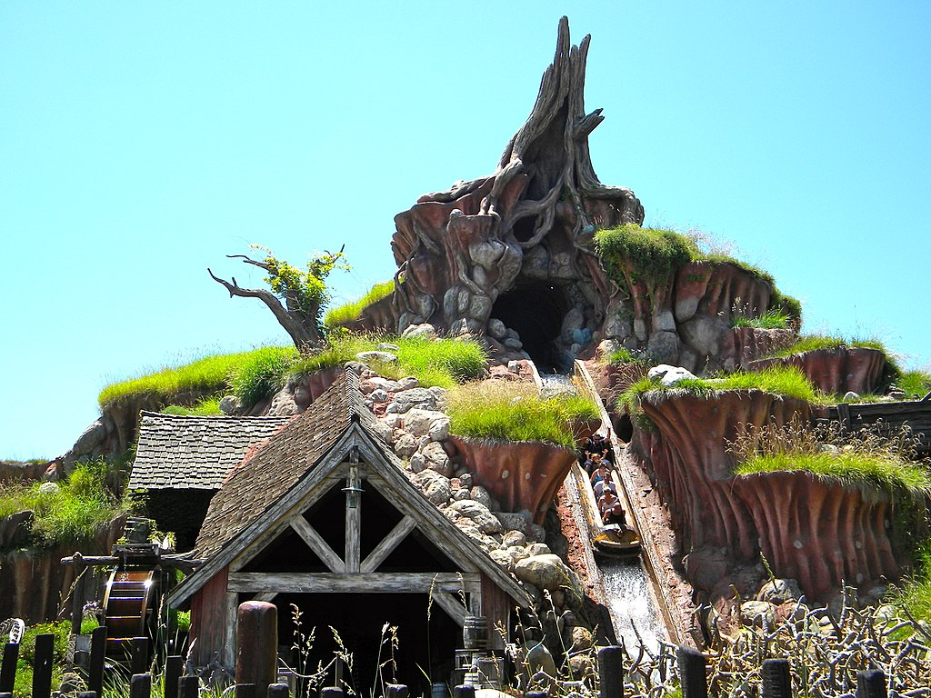 Splash Mountain ride in Disneyland